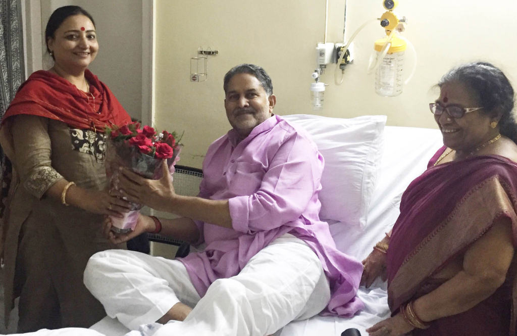 Mrs. Mallika Nadda, wife of Union Health and Family Welfare Minister, Mr. J.P. Nadda enquiring about the well being of  Haryana Education Minister, Mr. Ram Bilas Sharma , who is undergoing treatment at the PGIMER, Chandigarh on September 20, 2016. Mrs Vimla, wife of Mr Ram Bilas Sharma is also seen in the picture.